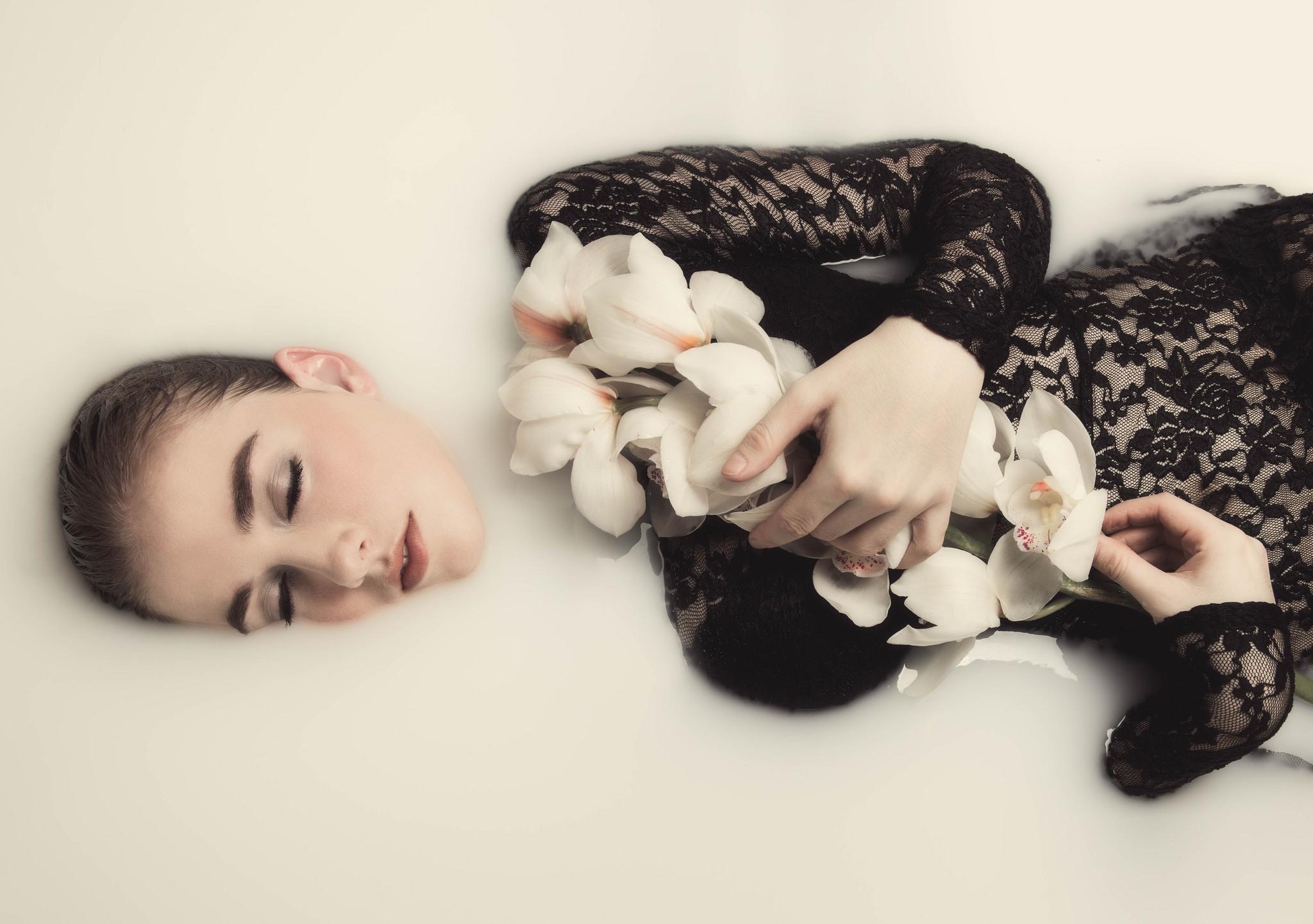 Milk Bath Model Shoot – Home